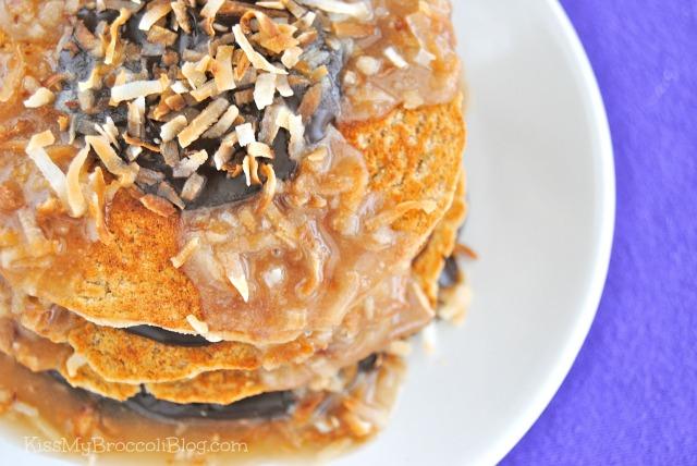 Vegan Samoa Cookie Pancakes -