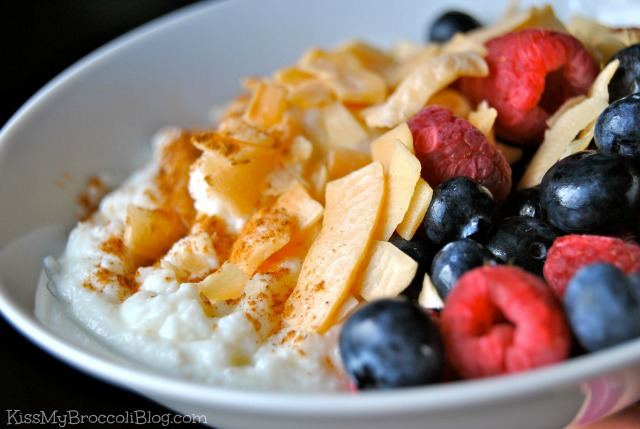 Berries Ricotta Cinnamon & Coconut Chips