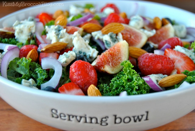 Summertime BLEU Salad with Almonds | Kiss My Broccoli