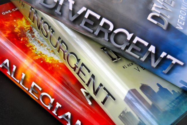 Currently - Divergent Books