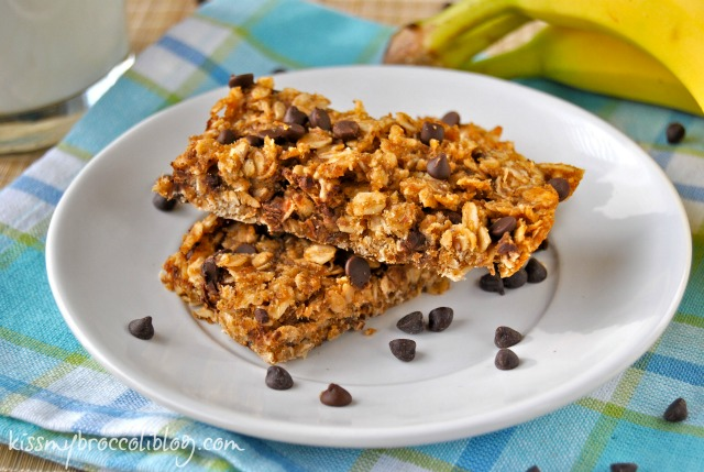 Chunky Monkey Granola Bars - A fun homemade snack perfect for on-the-go! www.kissmybroccoliblog.com -