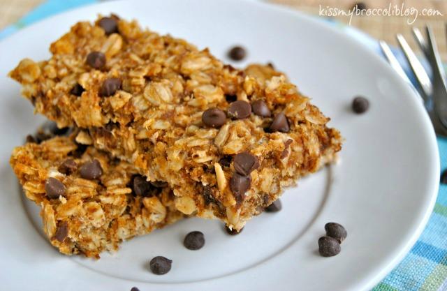 Chunky Monkey Granola Bars - Peanut Butter, Banana, and Chocolate! What's not to love www.kissmybroccoliblog.com