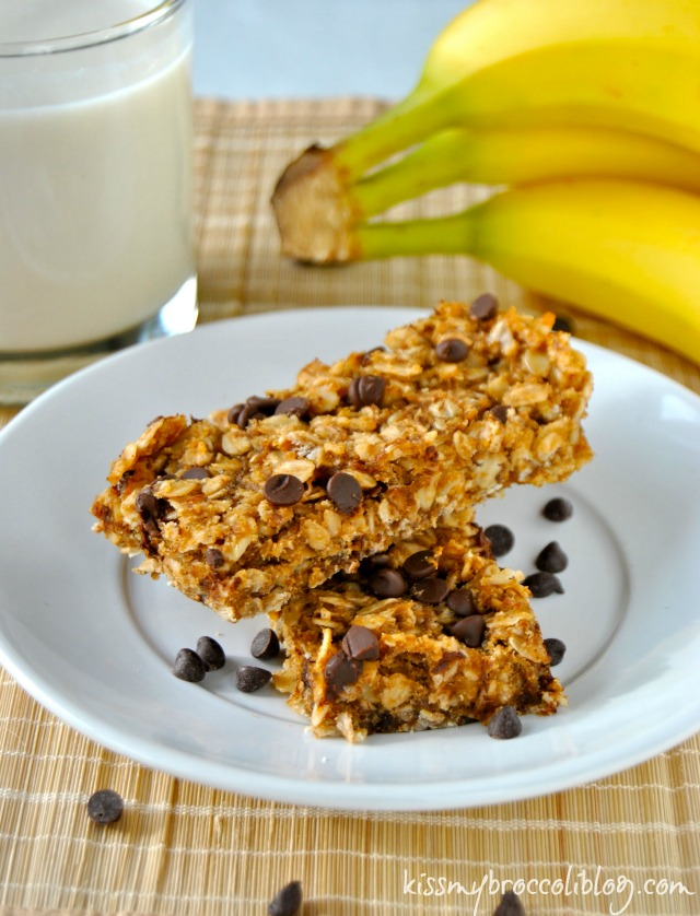 Chunky Monkey Granola Bars via www.kissmybroccoliblog.com