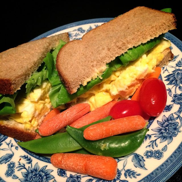 Scrambled Egg Sandwich & Veggies