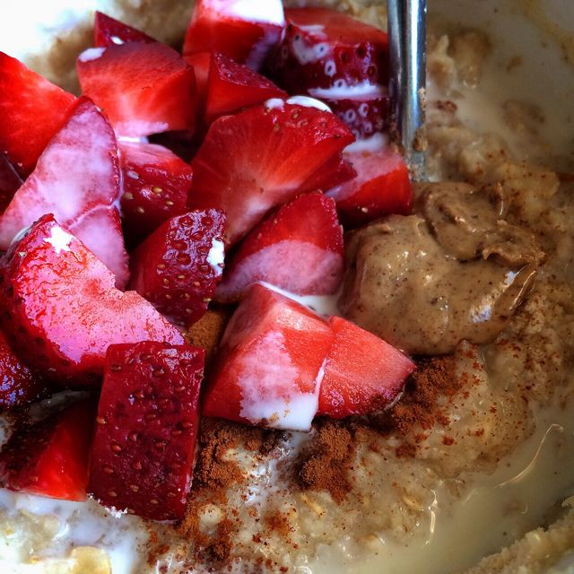 Coffee Creamer Oats with Almond Butter & Strawberries
